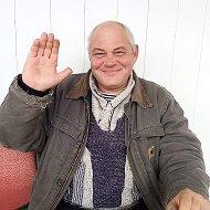 Руслан Петров