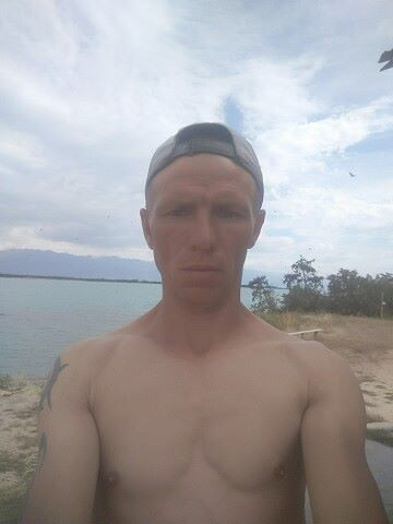 Anton, 39, Karakol