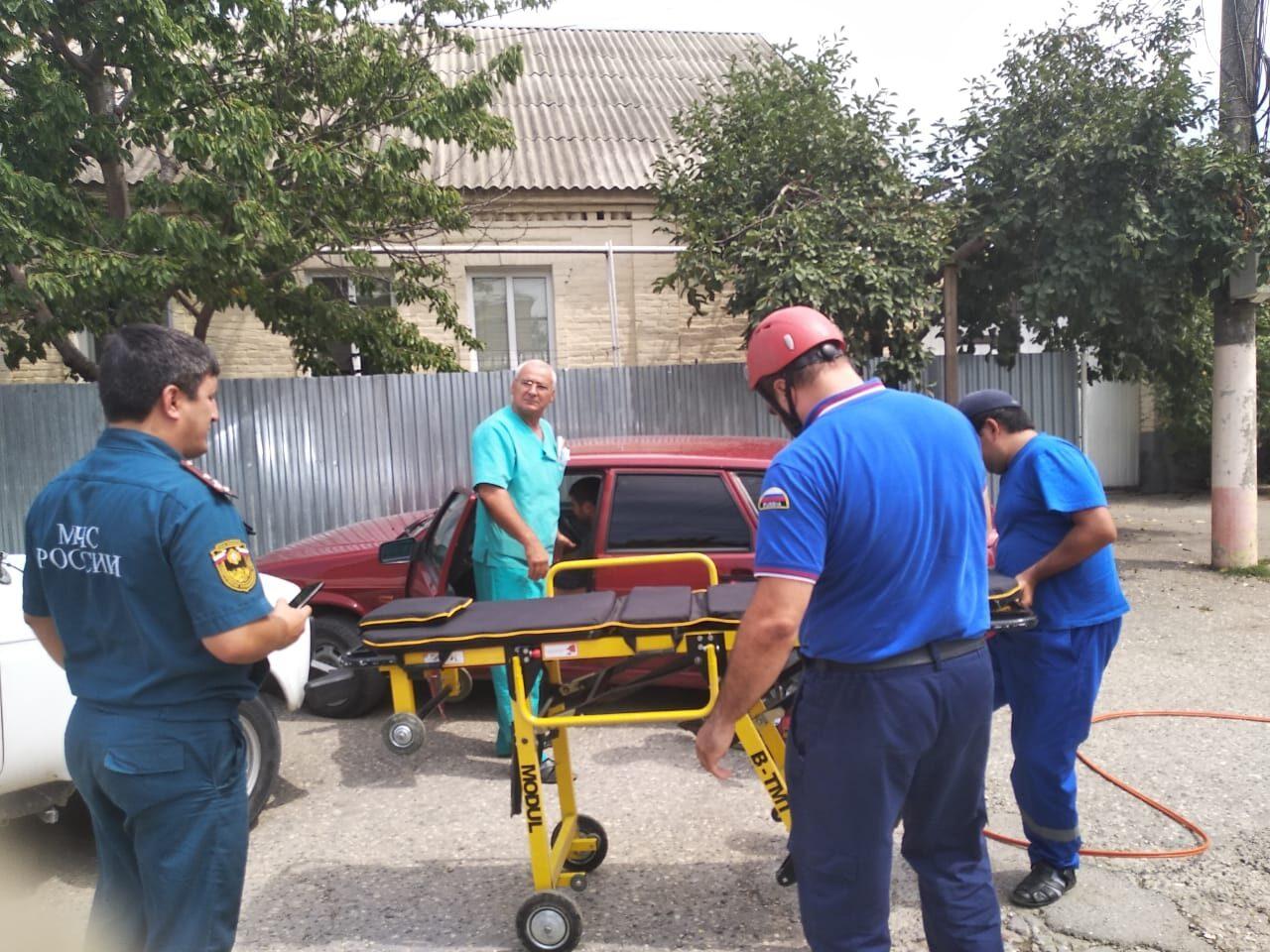 Хасавюртовские спасатели успешно отработали действия на учениях по ликвидации ДТП.