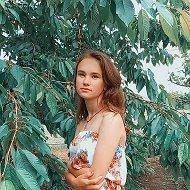 Аня Варнавская