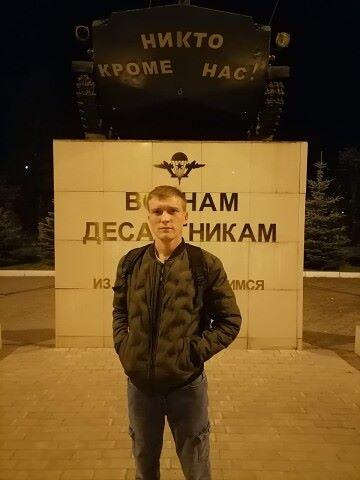 Andrey, 23, Romanovka