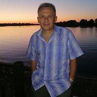 Николай Малец