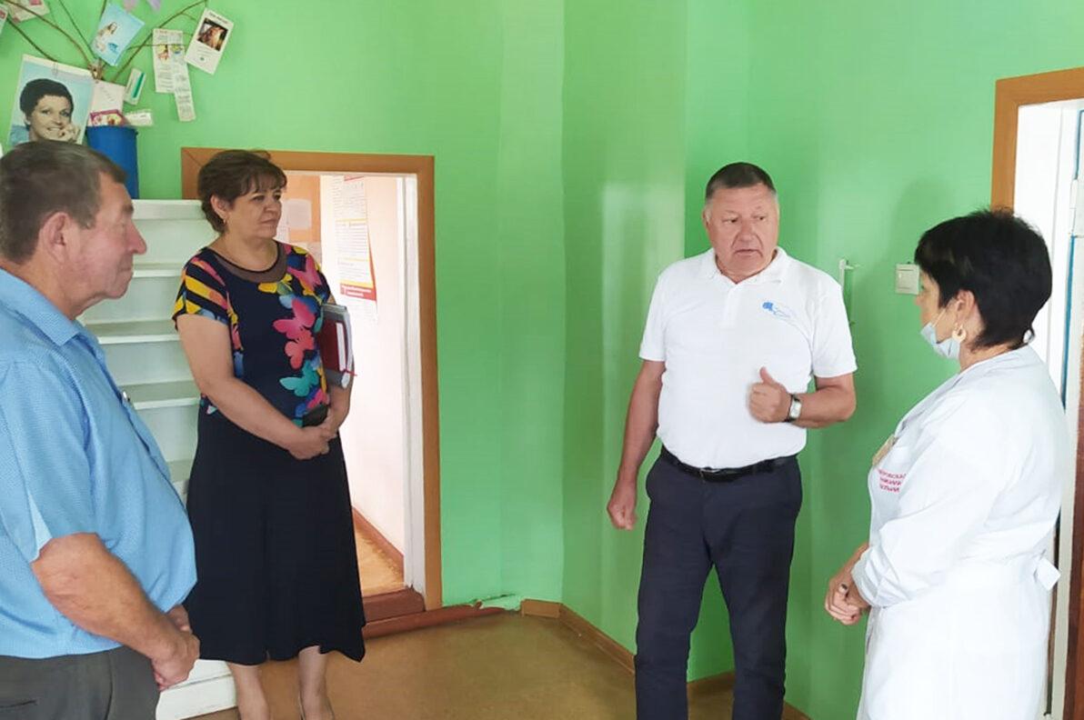 Сегодня в Петровском районе работает спикер областной Думы Александр Романов