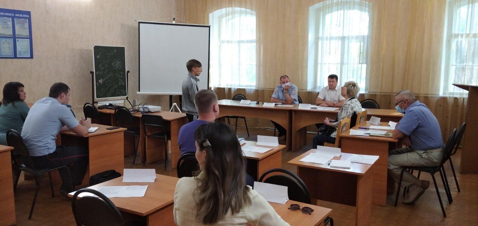 Состоялось очередное заседание комиссии по делам несовершеннолетних