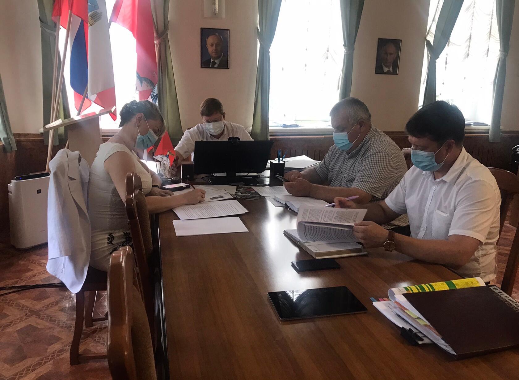 Участие в 2022 году Петровского района в федеральных и региональных программах обсудили на совещании при главе Петровского района