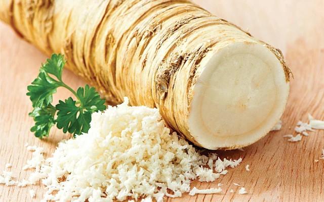 Картинки по запросу Хрен – единственное растение, способное вытягивать соль через поры кожи.