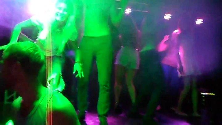Ночной клуб мокрая майка сходня ночные клубы