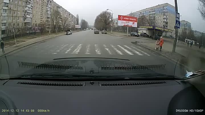 Дети переходят дорогу!!! СПАСИБО ТЕБЕ, ты -- ЧЕЛОВЕК !!!