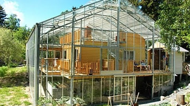 ENERGY EFFICIENT HOUSE IN THE GREENHOUSE. SWEDEN.